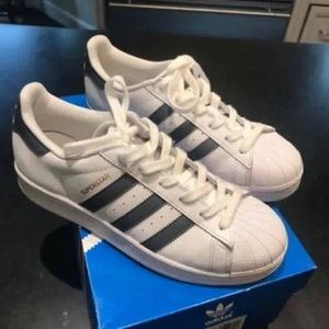 "Adidas ""Superstar"" fashion sneakers"